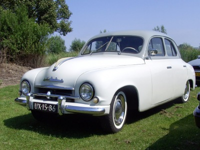 Dick's first Skoda experience was the 1200 the father of a Dunedin school mate bought in 1954. A very clean and not unattractive looking car with slimline door handles