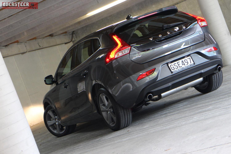 ROAD TEST: Volvo V40 T4 - OVERSTEER