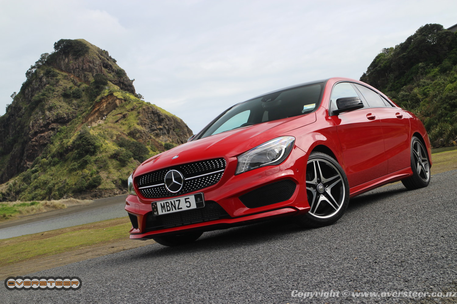 first drive mercedes benz cla oversteer. Black Bedroom Furniture Sets. Home Design Ideas