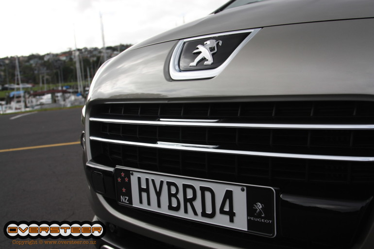 ROAD TEST: Peugeot 3008 HY4