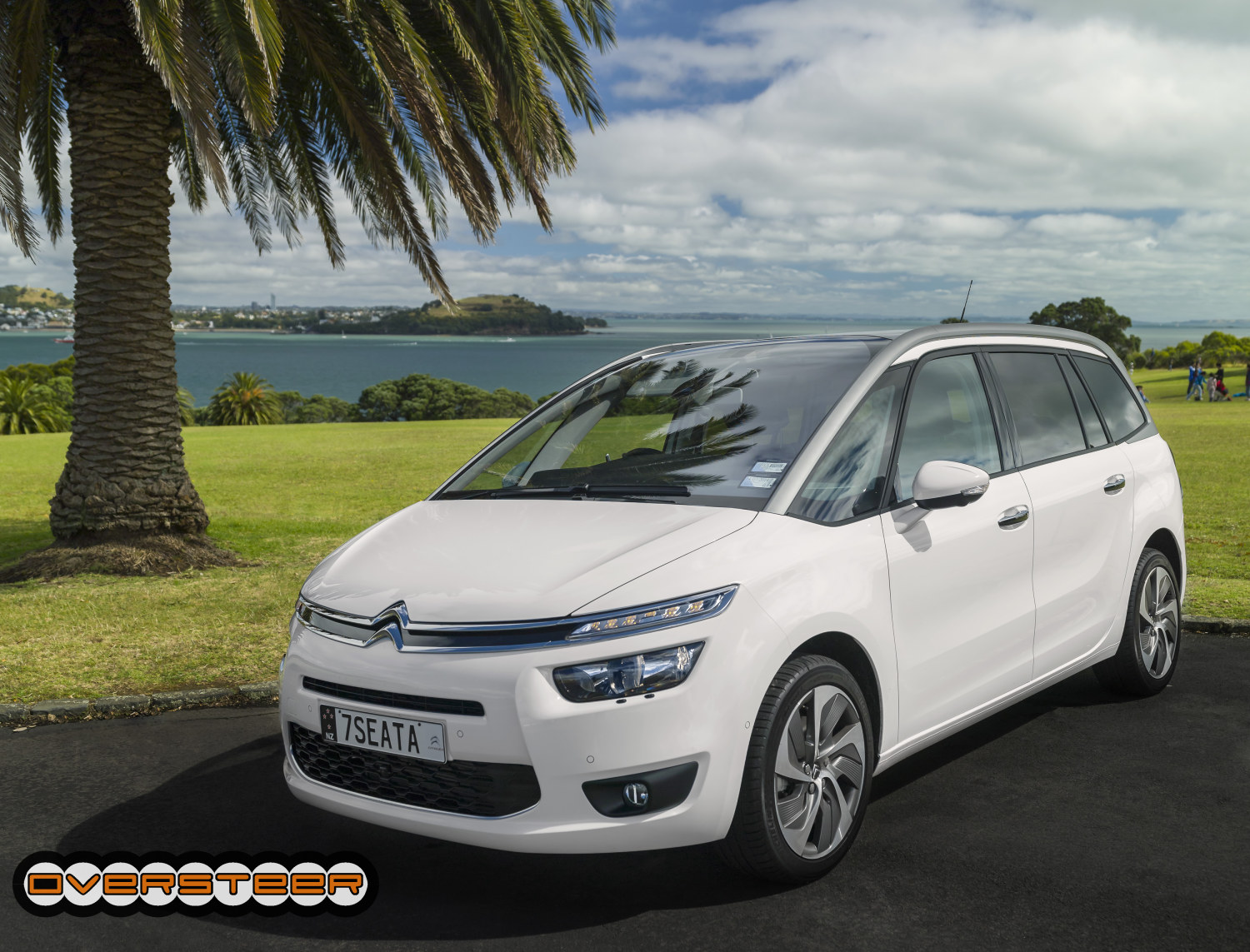 first drive citroen grand c4 picasso oversteer. Black Bedroom Furniture Sets. Home Design Ideas