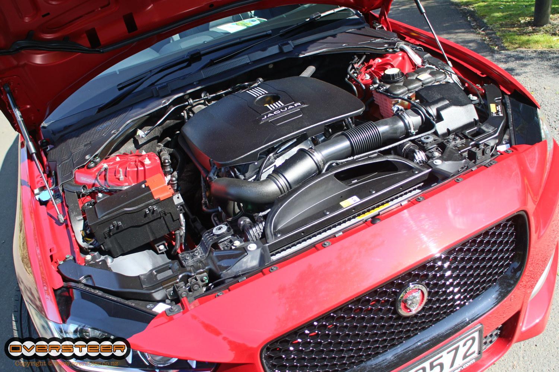 Jaguar XE (04)