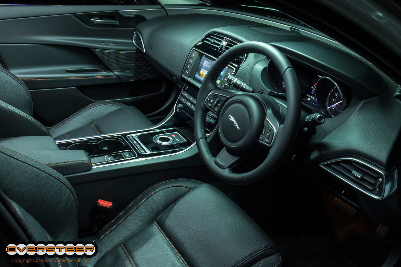 Jaguar XE (05)
