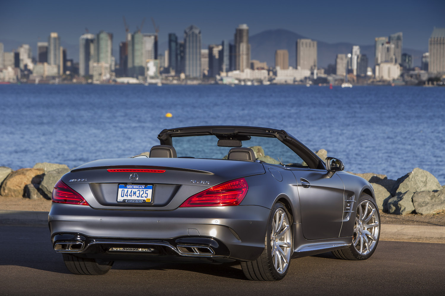 Der neue Mercedes SL, San Diego 2016, Pressefahrveranstaltung, Mercedes-AMG SL 65 Active Body Control, designo selenitgrau magno, Leder designo titangrau pearl/schwarz.The new SL San Diego 2016; Mercedes-AMG SL 65, Active Body Control, designo selenite grey magno, designo leather titanium grey pearl/black