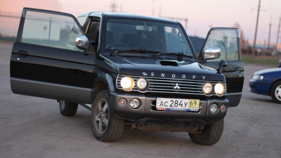 Mitsubishi Pajero Snoopy Edition