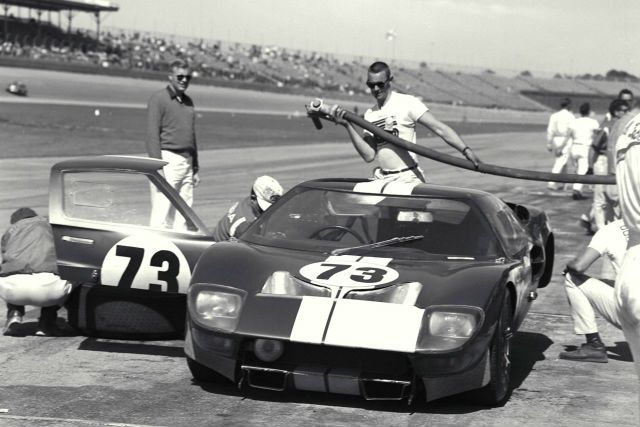 History Of Ford S Gt How Ford Beat Ferrari With Scotch Tape Oversteer