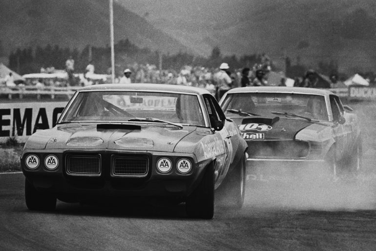 BayPark 1971. American Ron Grable, Pontiac Firebird being chased down by Paul Fahey in the PDL Mustang. IMAGE/terry marshall