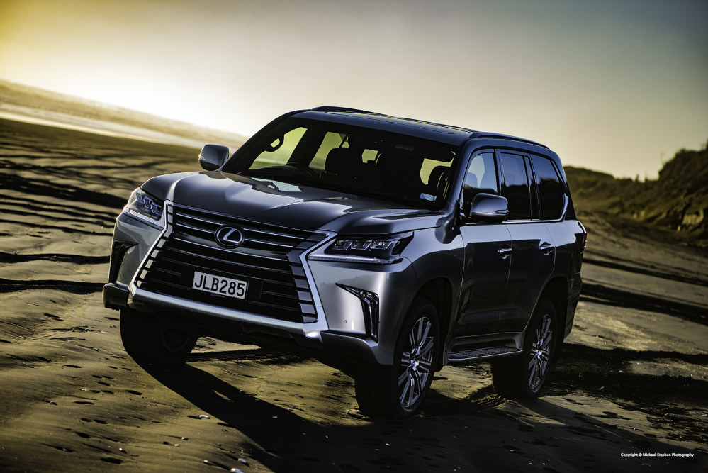 photo gallery road test lexus lx 570 oversteer. Black Bedroom Furniture Sets. Home Design Ideas
