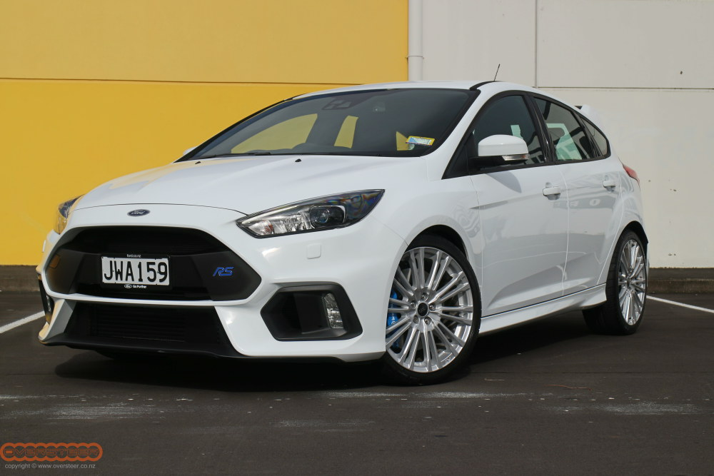 ford-focus-rs-white-001