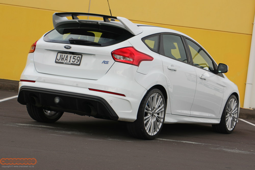 ford-focus-rs-white-002
