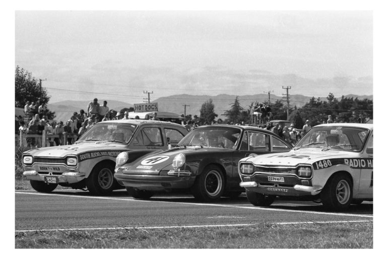 Levin 1971. Front row of the grid. Don Halliday and Jim Richards sandwich the Porsche 911 of Jim Palmer. IMAGE/terry marshall