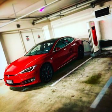 Charging a #Tesla Model S at the Supercharger. Surprisingly vibraty…